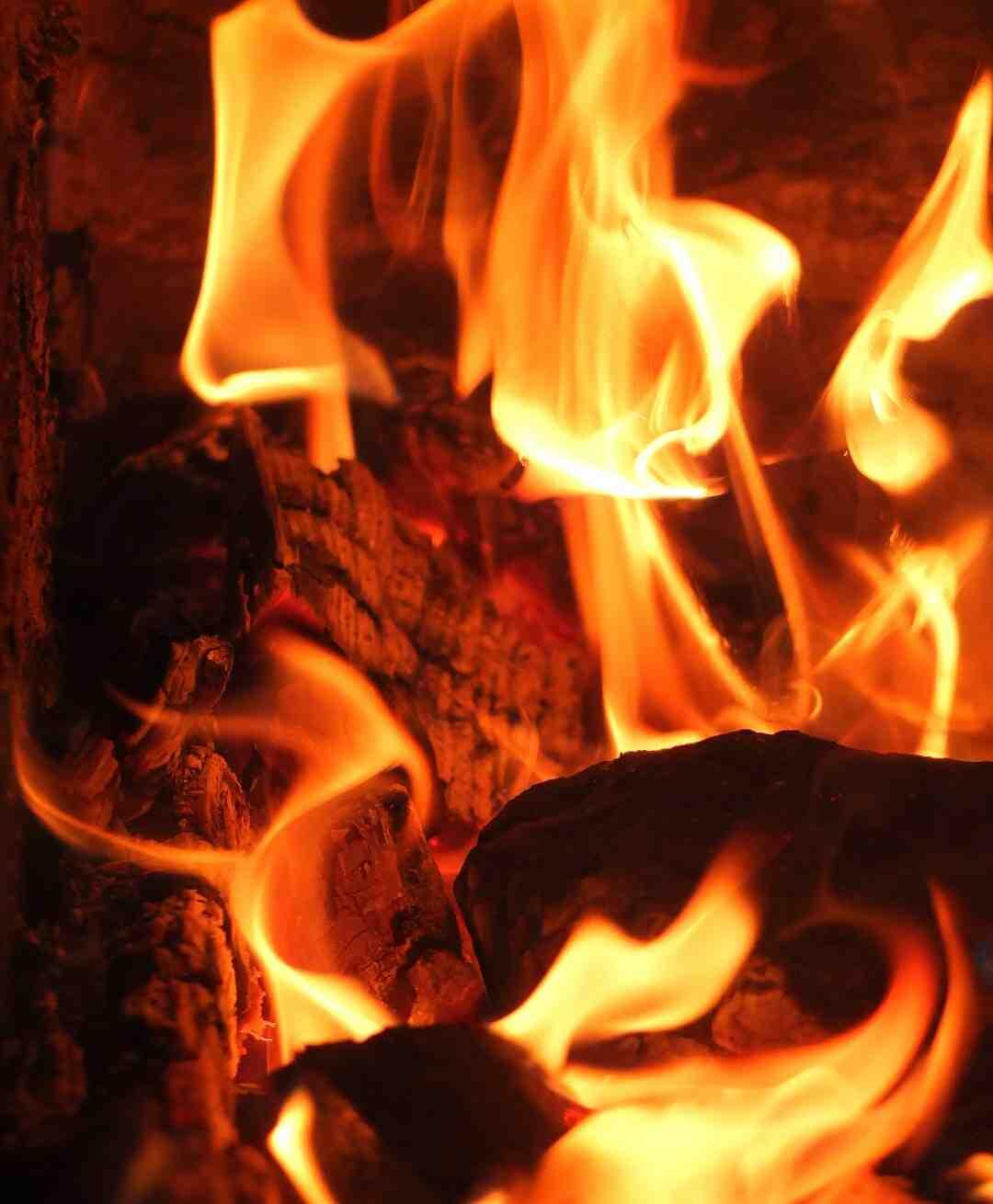 Poele a bois dans cheminée